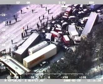 Letecké záběry hromadné nehody na D1