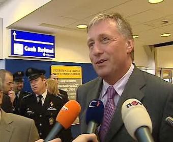 Mirek Topolánek na ruzyňském letišti