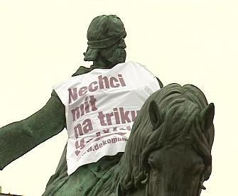 Socha Jana Žižky v tričku