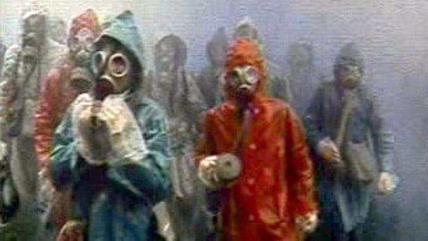 Lidé s plynovými maskami