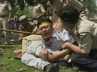 Zatýkání protestujících v Indii