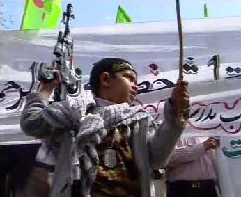 Demonstrující muslimské dítě