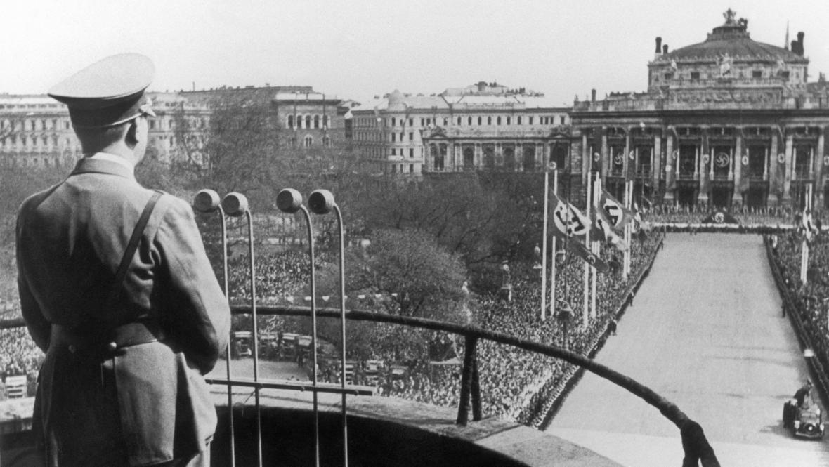 Hitler vyhlašuje anšlus Rakouska