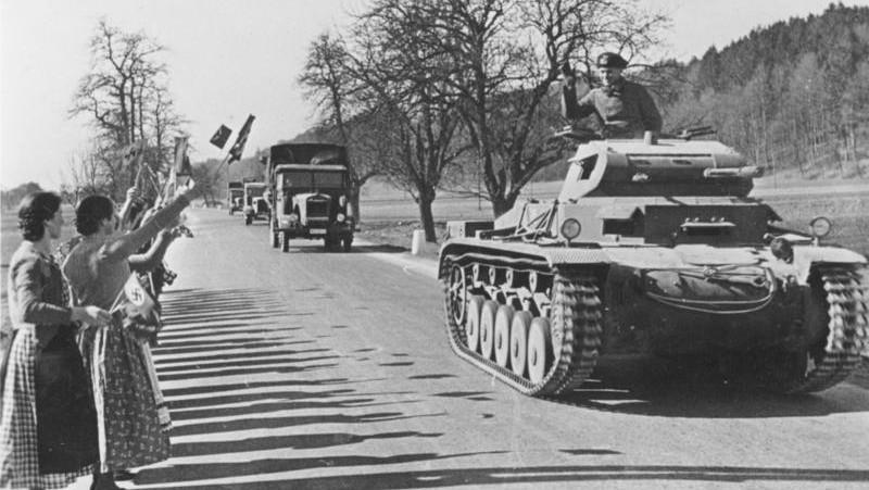 Rakušané vítají německé vojáky