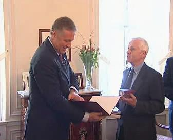 Premiér Topolánek ocenil bratry Mašíny