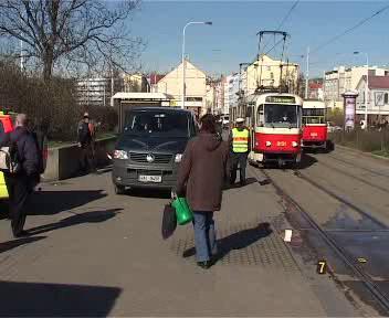 Tramvaj v Praze přejela člověka