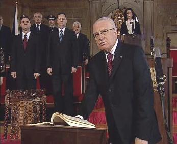 Václav Klaus skládá prezidentský slib