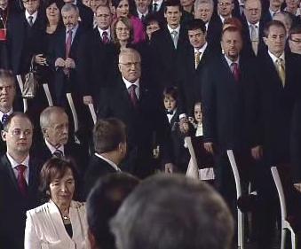 Václav Klaus přichází na inauguraci