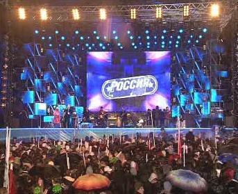 Rusové slavili vítězství Medveděva na Rudém náměstí