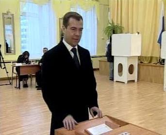 Dmitrij Medveděv volí