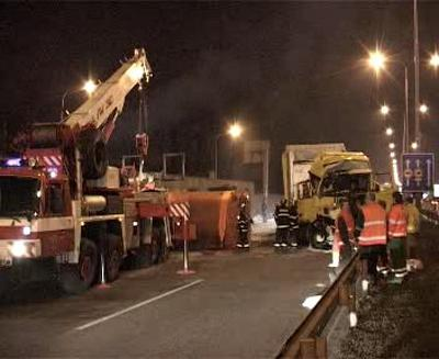 Nehoda kamionu a čistícího vozu