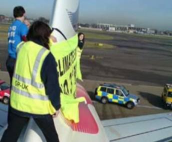 Protest Greenpeace v Heathrow