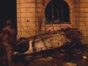 Převrácené auto v Bělehradu