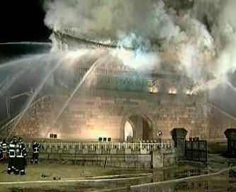 Požár historické brány v Soulu