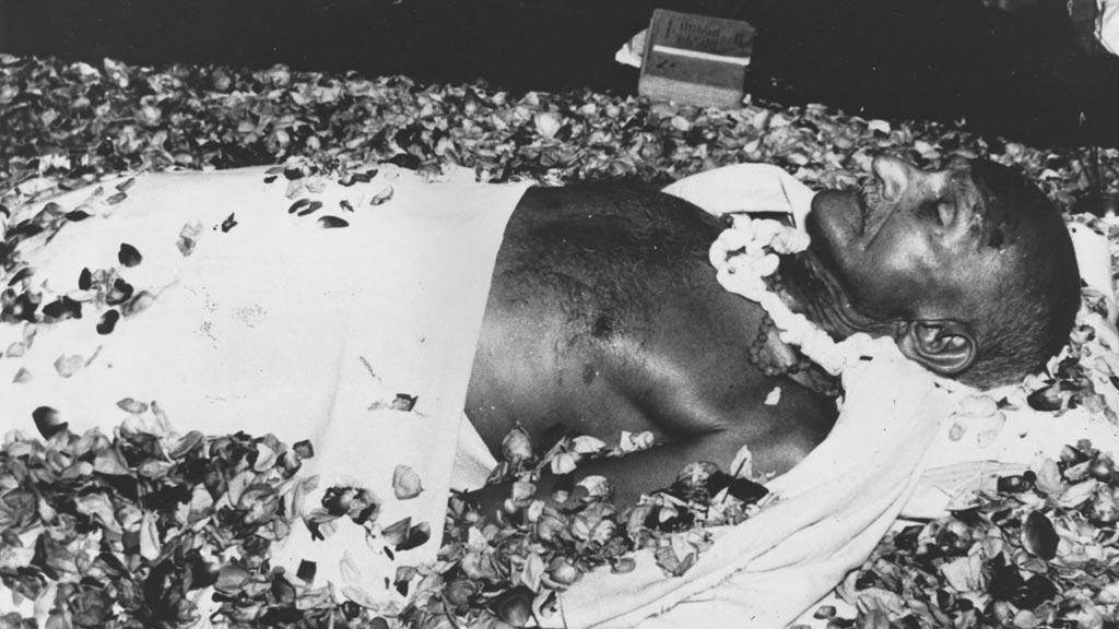 Tělo zavražděného Mahátmy Gándhího