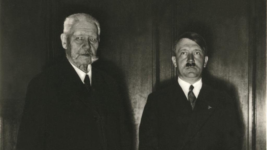 Říšský kancléř s prezidentem Hindenburgem v dubnu 1934
