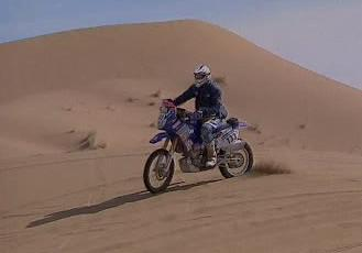 Motorka soutěžící v Rallye Dakar