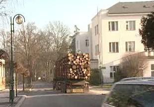 Kamion v Lázních Bělohrad