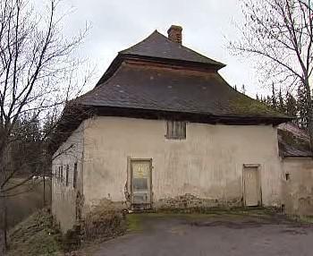 Historická bašta u rybníka Olšina v jižních Čechách