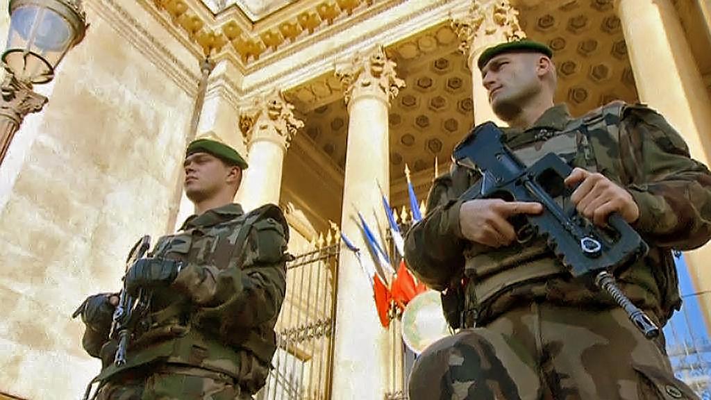 Posílená bezpečností opatření v Paříži