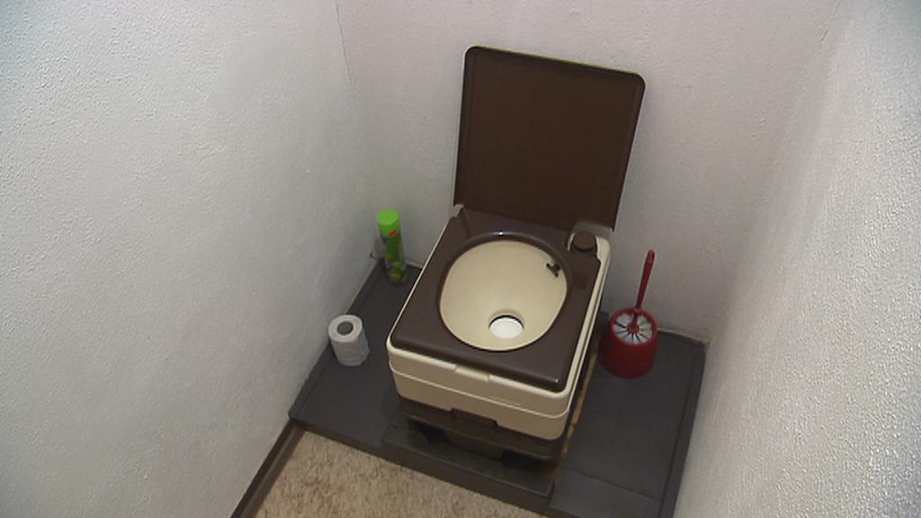 Suché WC na obecním úřadě v obci Březová