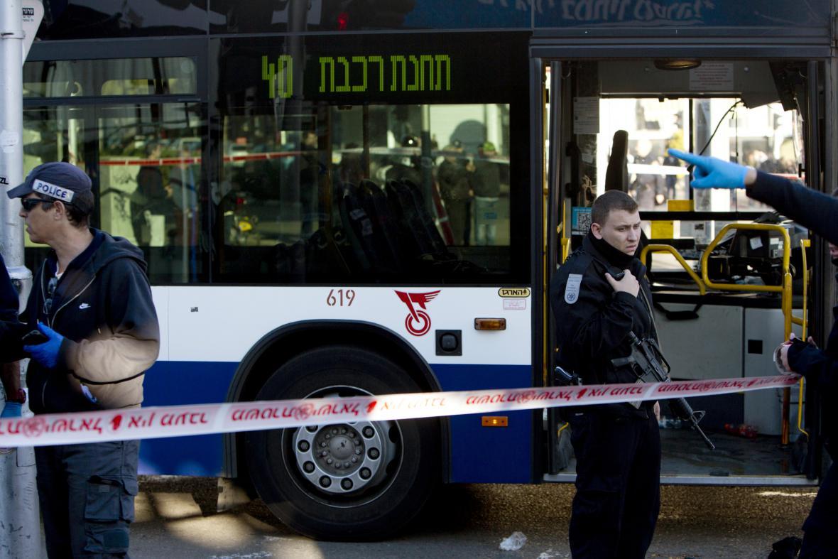 Izraelští policisté na místě útoku v Tel Avivu