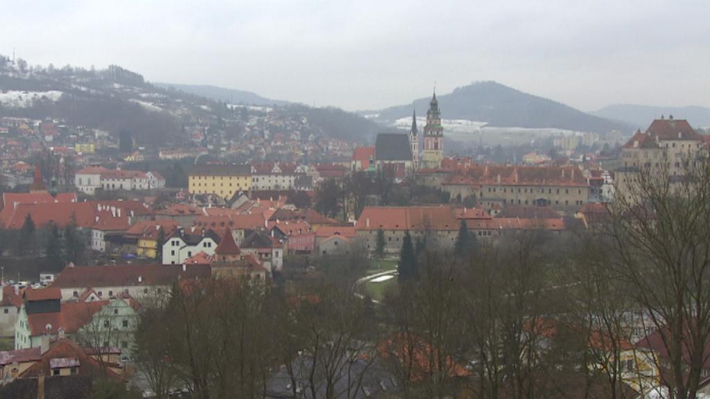Pohled od hotelu na historické centrum města