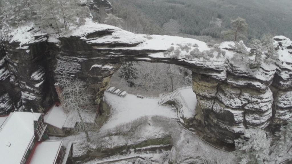 Pravčická brána pod sněhem