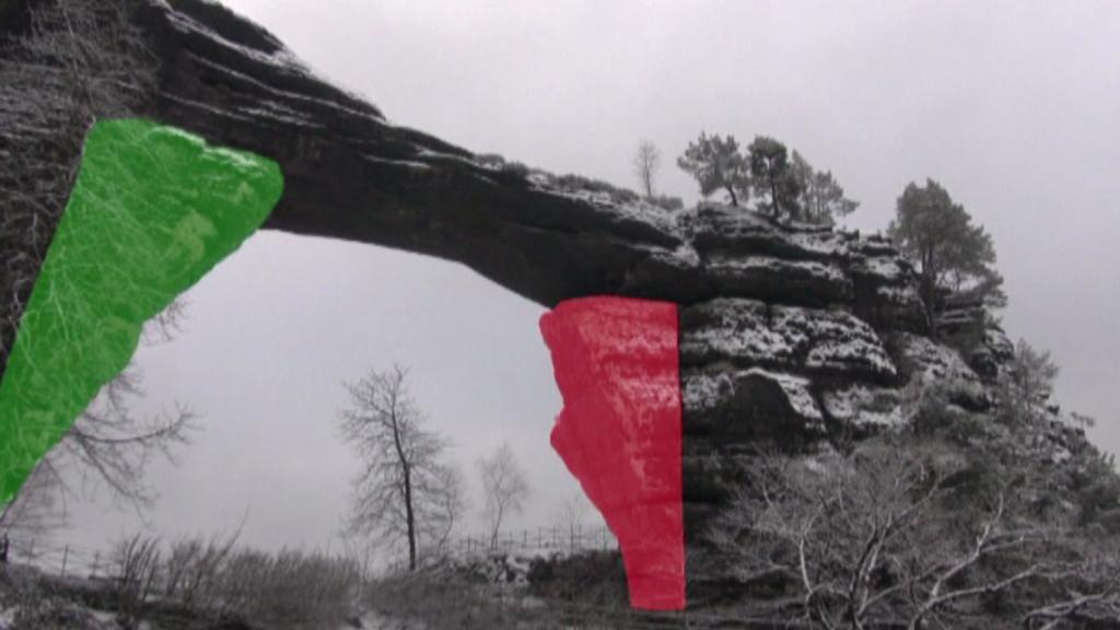 Pravčická brána - barevně zvýrazněné pilíře