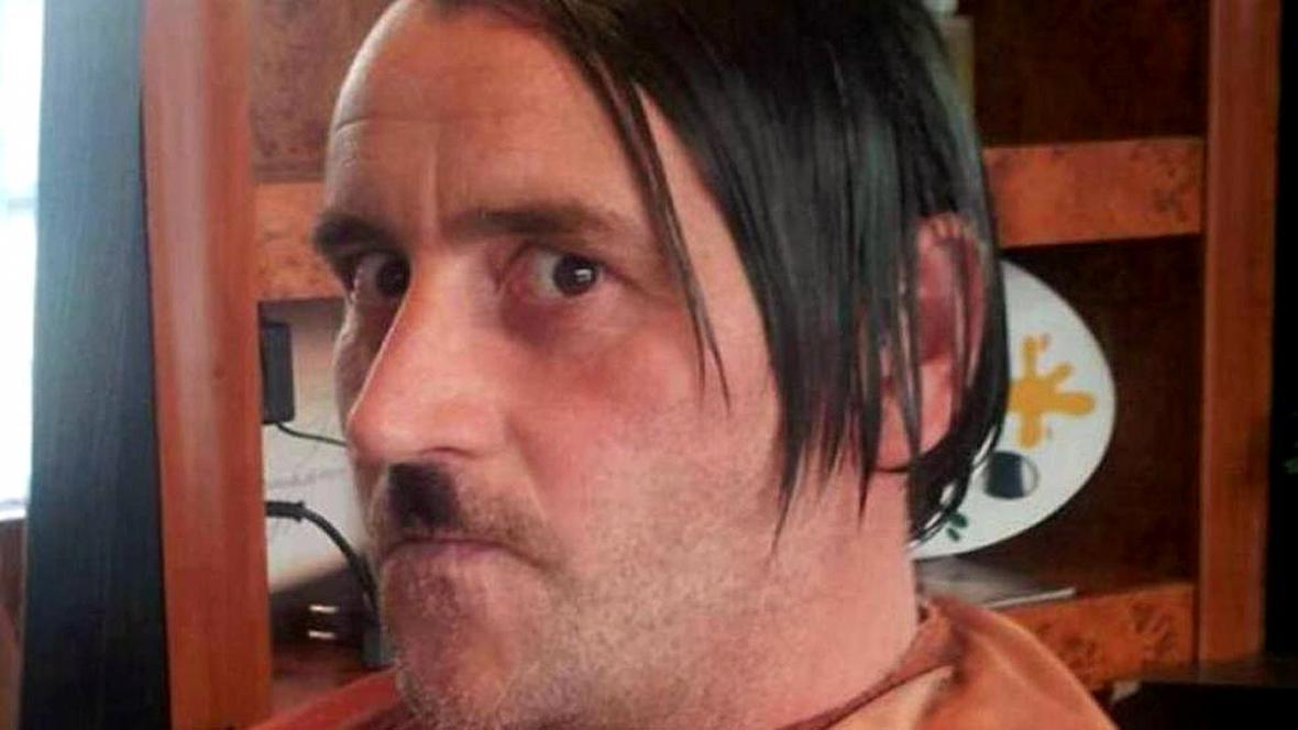 Lutz Bachmann jako Adolf Hitler