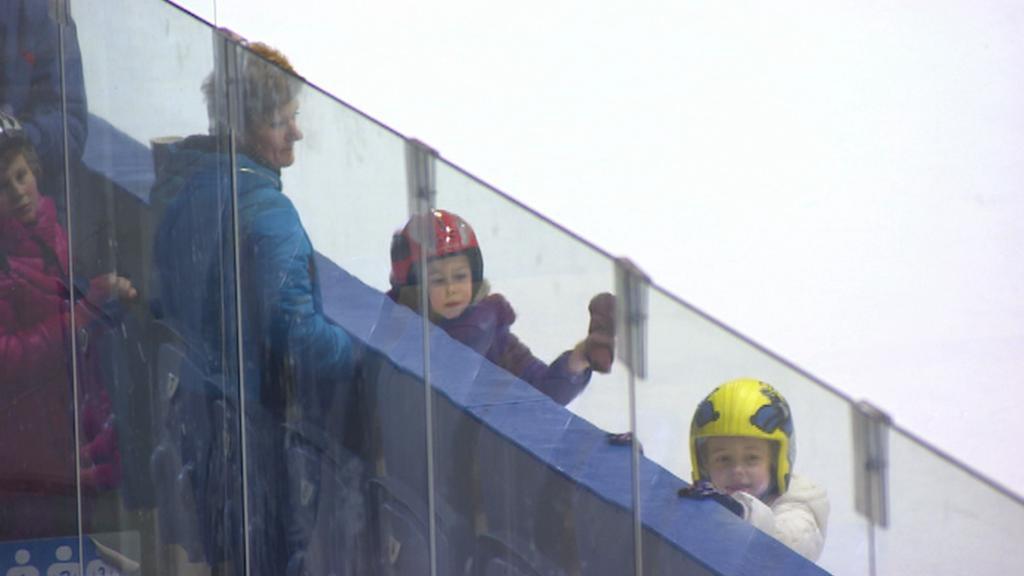 Děti na zimním stadionu