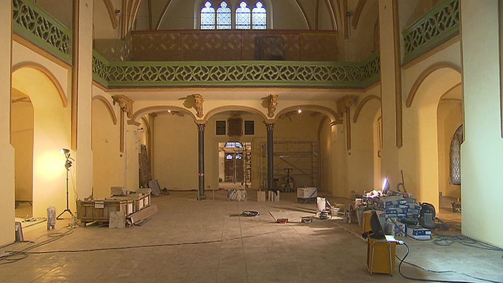 Celkový pohled do interiéru synagogy