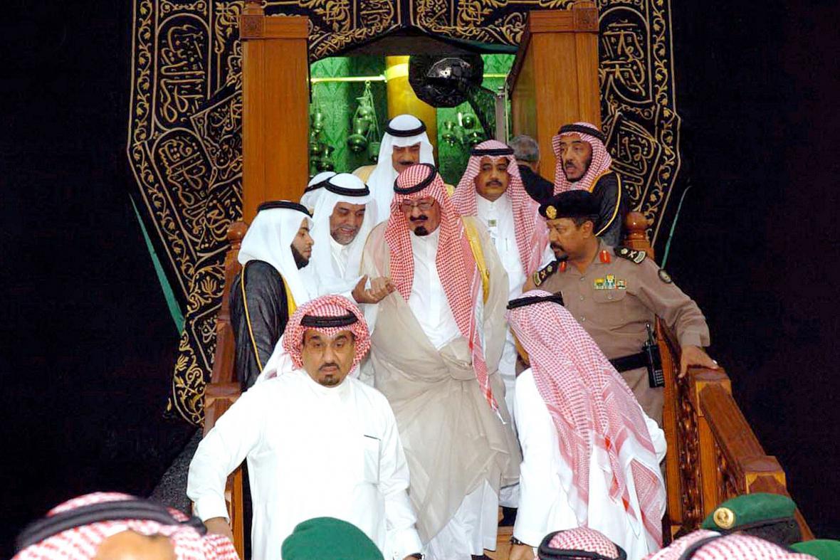 Král Abdalláh vychází z Káby