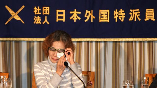 Matka uneseného novináře Kendžiho Gota Junko Išidová