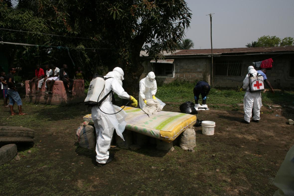 Pracovníci WHO v boji s ebolou v Libérii