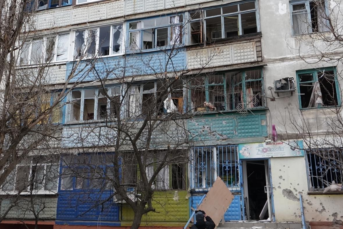 Mariupol po ostřelování raketami, Kyjev viní povstalce