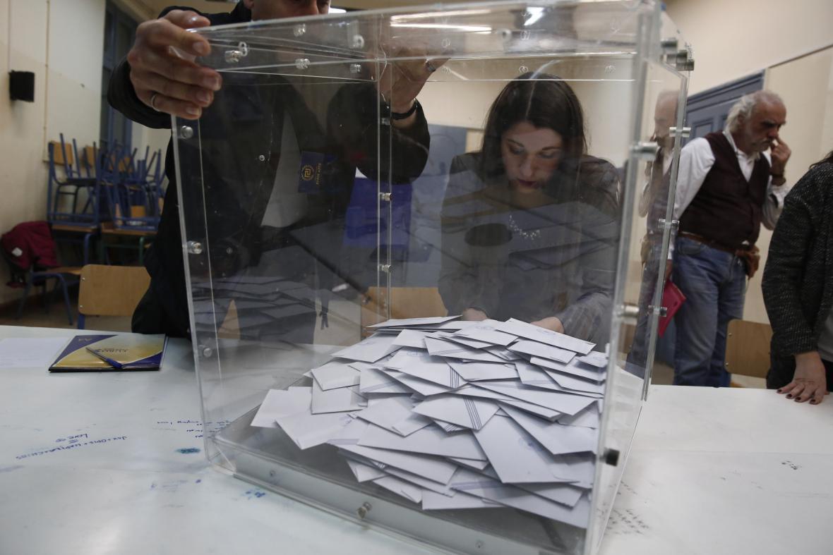 Řekové začali sčítat hlasy po klíčových předčasných volbách