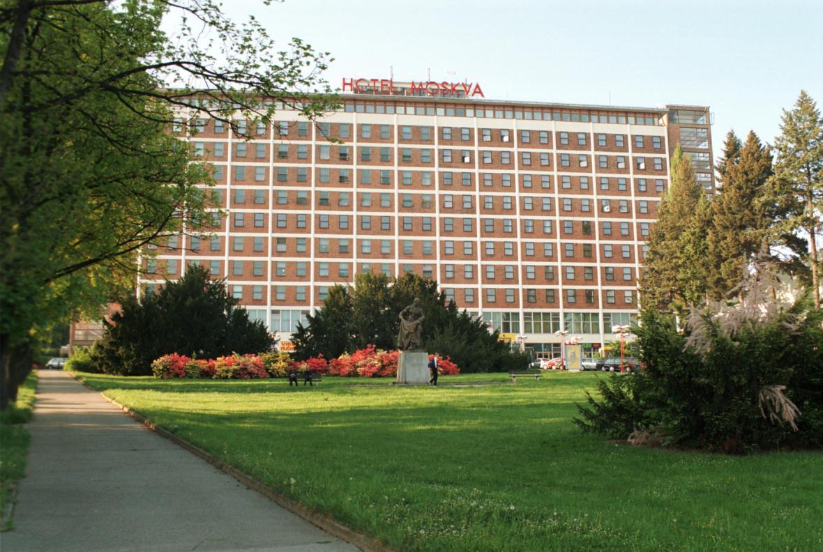 Ornstein ukončil svůj život skokem z dnešního hotelu Moskva.