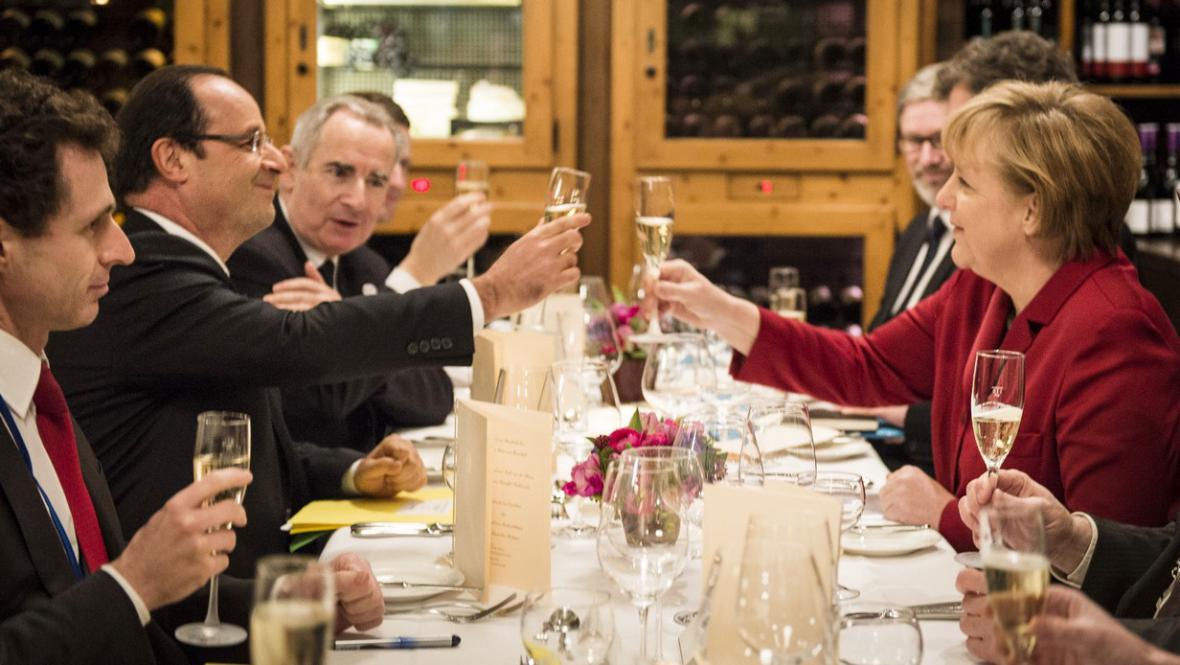 Merkelová a Sarkozy slaví 50 let spolupráce obou zemí