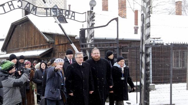 Polského prezidenta doprovodili bývalí osvětimští vězni