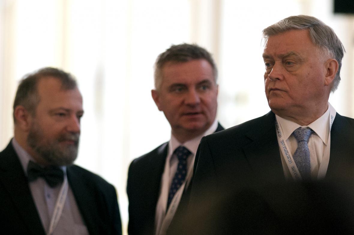 Vladimir Jakunin (vpravo) s Vratislavem Mynářem a Hynkem Kmoníčkem