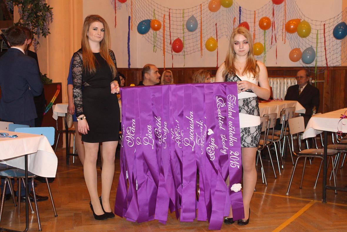 Z maturitního plesu v Lomnici nad Popelkou