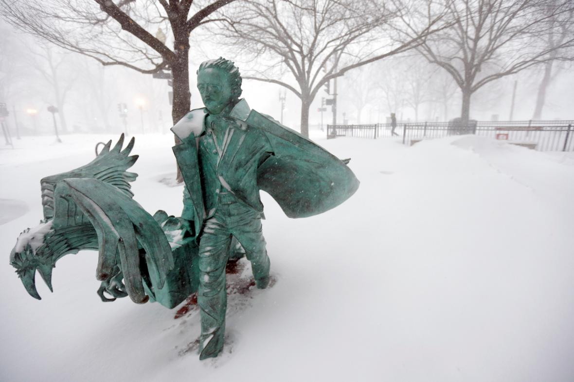 Socha havrana a E. A. Poea v Bostonu