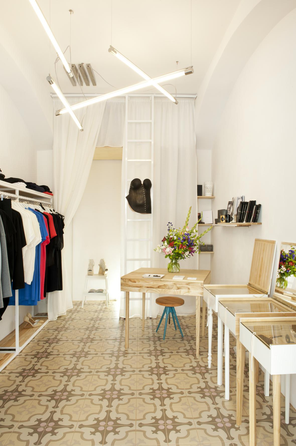 Kurator - výběr oblečení, módních doplňků, šperků a designových objektů