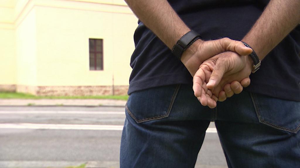 Antoni Miquel loni protestoval před budovou soudu