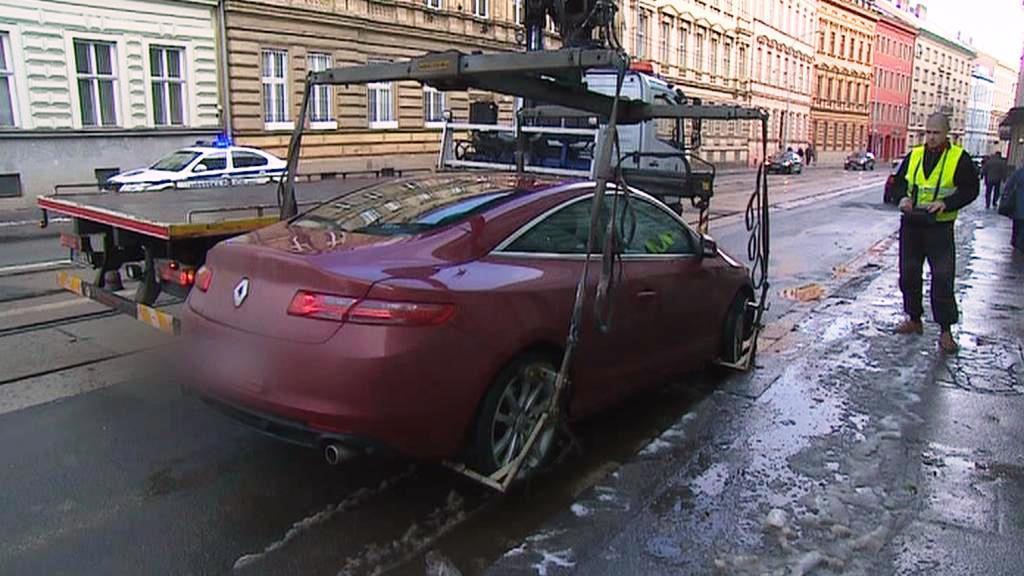 Špatně zaparkovaná auta bude Brno odtahovat častěji