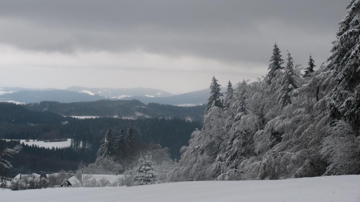 Hostýnské vrchy na záběru z dopoledne pod sněhem