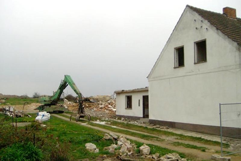 Bourání německé vesnice Horno