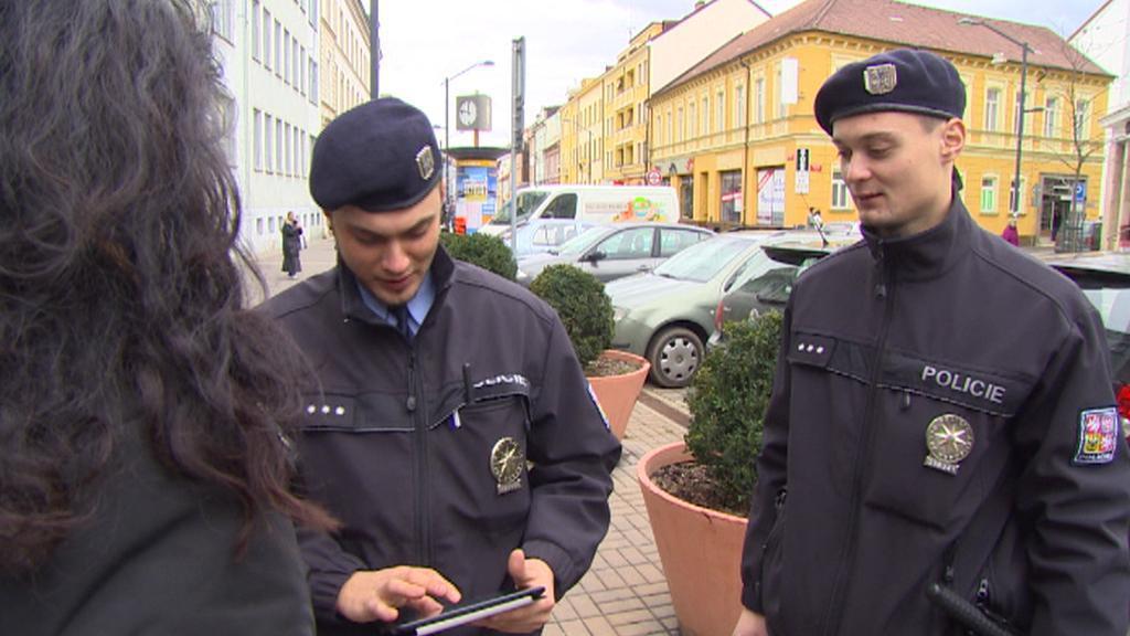 Policejní hlídka při práci v terénu