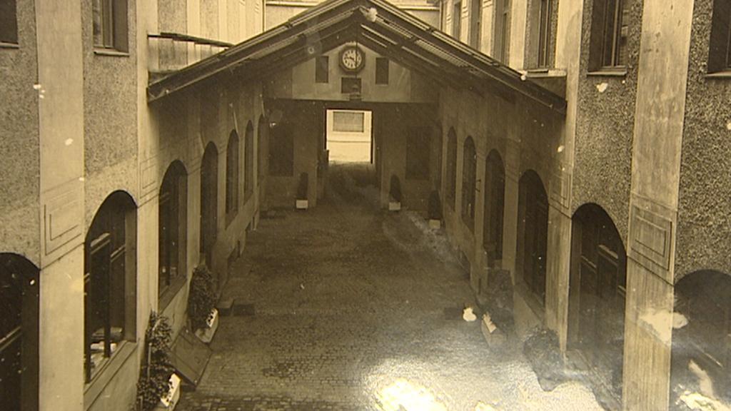 Archivní snímek zastřešeného dvora